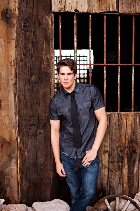 14359 professional photography poses ideas for boys senior photography 7 easy tips to posing guys like a pro