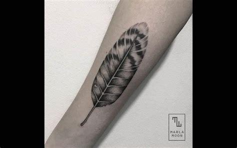 tatouage plume interieur bras
