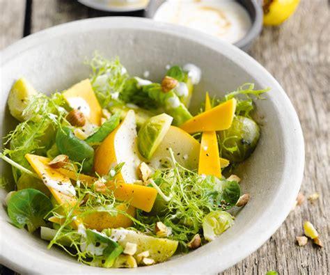 comment cuisiner chou vert entrée facile salade de choux de bruxelles aux poires et