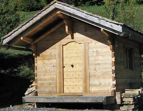 chambre de bonnes construction de greniers savoyard traditionnels en bois