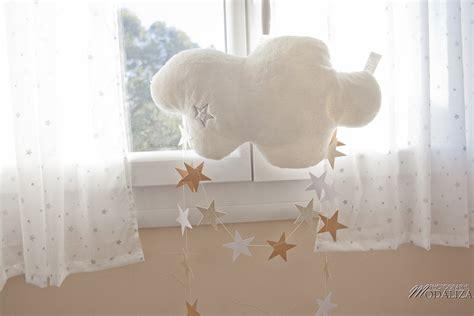 siege bascule une chambre de bébé thème aviation étoiles et nuages