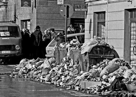 sarajevo siege file sarajevo siege garbage jpg wikimedia commons