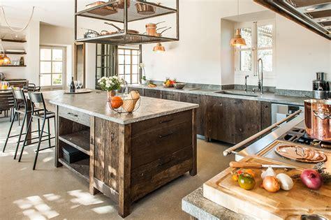 cuisine avec ilots central cuisine moderne quot sublimée quot en planches anciennes laurent