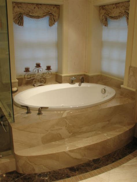Small Jetted Tub by Small Bathroom Ideas With Tub Ideas 2017 2018