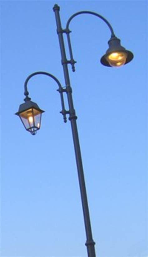pali per illuminazione pubblica spazio arredo urbano pali artistici in ghisa