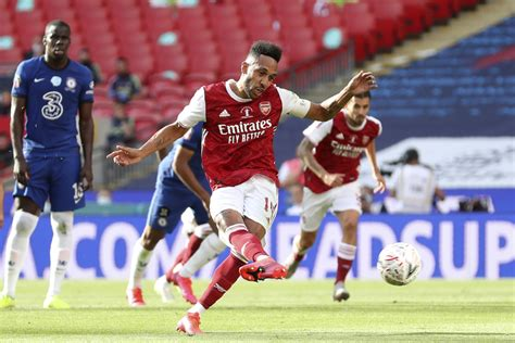 Aubameyang goals clinch FA Cup for Arsenal, beating ...