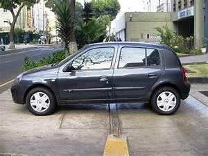 Vendo Clio Expression Hatchback 2004