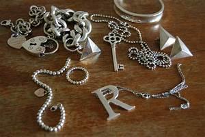 Silber Reinigen Hausmittel : silberschmuck reinigen 9 hausmittel und hilfreiche tipps ~ Watch28wear.com Haus und Dekorationen
