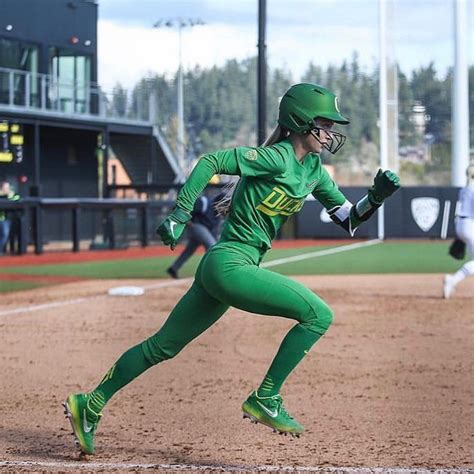 Haley kruse   i'm a wife, mom, photographer, artist, lover of life & people.i love to travel to new places and <3 create! Oregon's unis are 🔥🔥🔥! @Haley_Cruse #VeloPRO   Softball ...