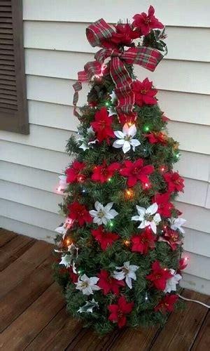 ways  decorate christmas tree  fresh flowers