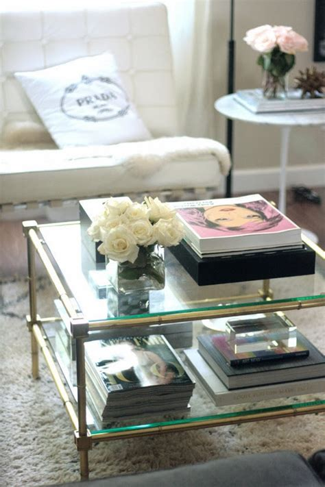 Let's take a look at a list of great ideas and inspiration on how to style coffee table trays. Modern Furniture: 2014 Easy Tips for Style a Coffee Table