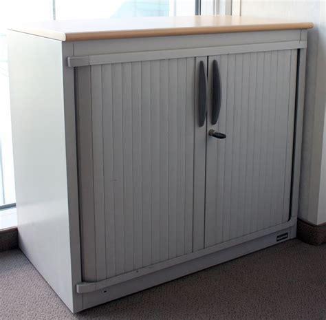 armoire metallique 2 portes a rideaux coulissants de
