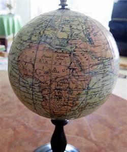 Mini Globe Terrestre : mini globe terrestre de collection par j lebegue cie en papier mach et pied en poirier ~ Teatrodelosmanantiales.com Idées de Décoration