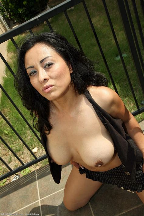 Hot Curvy Latin Milf Gets Naked Outside Free Cougar Sex