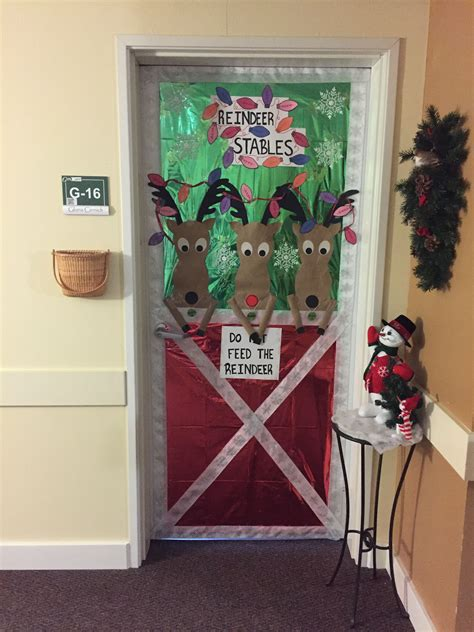 christmas reindeer stable door decoration diy christmas