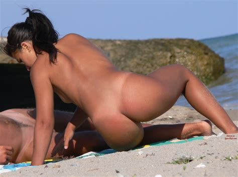 Free nude beach pics beach voyeur - hot babe great ass