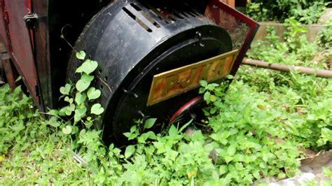 menyusuri jalur rel kereta api sayangnya mati taman mini indonesia indah tmii jakarta youtube