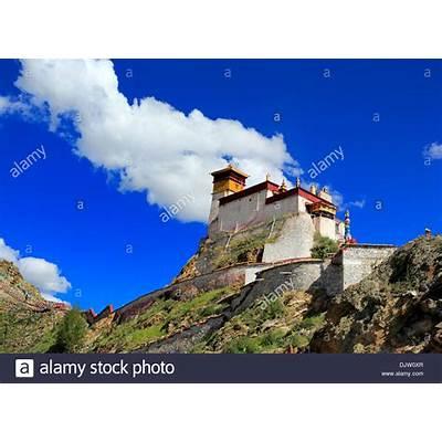 Yumbu Lakhang (Yungbulakang Palace) Lhoka (Shannan