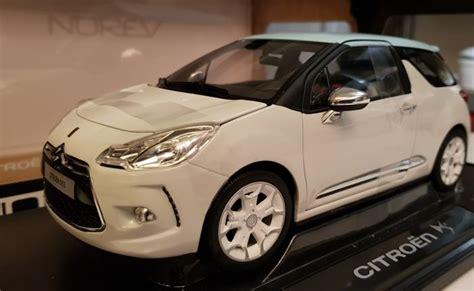 White Citroën Ds3