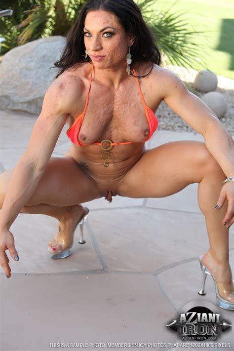 Female Bodybuilder ripped vixen Reveals Her Well Defined