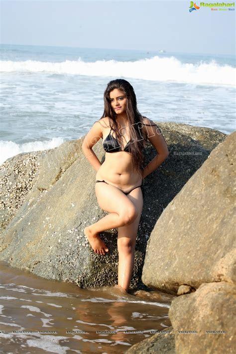 South Hot Model Seethal Sidge Chubby And Wet Navel Bikini