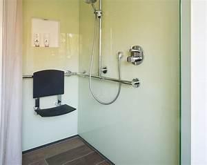 Badezimmer Altersgerecht Umbauen Zuschuss Krankenkasse : behindertengerechte dusche showers duschen offene duschen bad und begehbare dusche ~ Fotosdekora.club Haus und Dekorationen