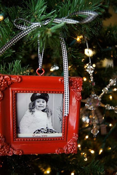 how to decorate tree using non traditional ornaments - Picture Frame Christmas Tree Ornaments
