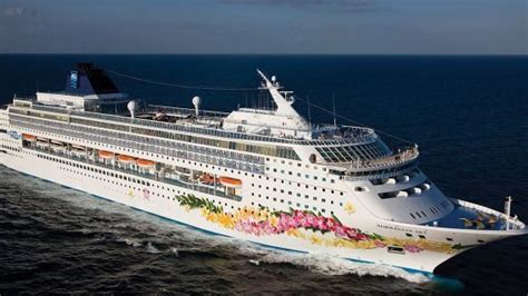 norwegian cruise line ship leaves couple stranded in cuba