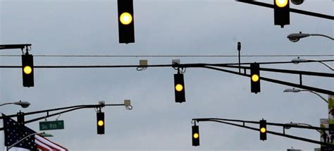attention drivers you don t stop on a yellow light