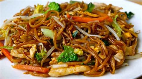 cuisine chinoise mauricienne stir fry egg noodles with chicken supervalu