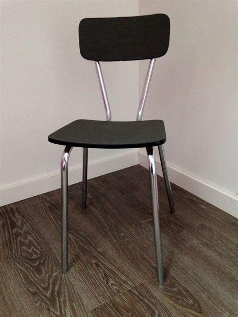 chaise en formica chaise en formica relookée avec du papier peint pour l