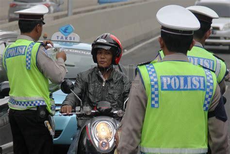 polisi razia sepeda motor yang melintasi jlnt kung