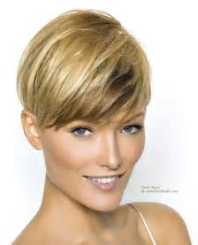 coupe de cheveux courte pour femme haircut with the length above the ear and an ultra neck
