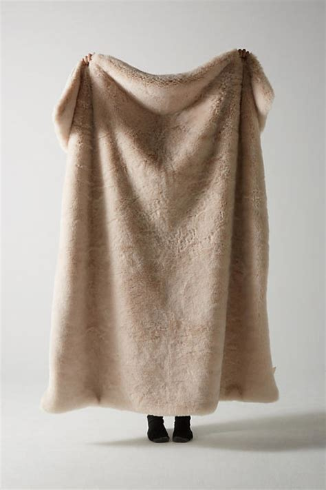 faux fur throw blankets  fall  soft luxe