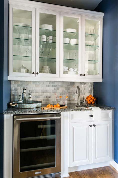 trick  organizing  kitchen  glass front