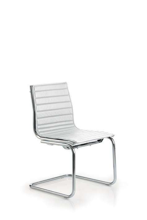 chaise sans pied chaise light visiteur en cuir sans accoudoir luxy