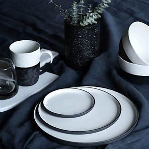 Vaisselle En Grès : assiette en gr s bicolore cr me et carbone esrum broste decoclico ~ Dallasstarsshop.com Idées de Décoration
