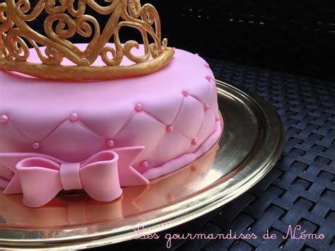 faire un gateau en pate a sucre g 226 teau princesse effet matelass 233 sur faux fraisier les gourmandises de n 233 mo