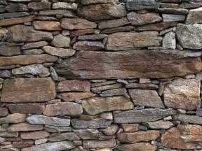 steinwand wohnzimmer selber machen schritt für schritt zur eigenen steinwand
