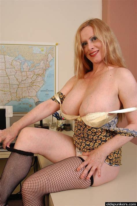 Amateur Busty Hot Milf Secretary Milf