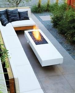 Gas Feuerstelle Outdoor : bodenbelag im garten sitzecke graue terrassenplatten gas ~ Michelbontemps.com Haus und Dekorationen