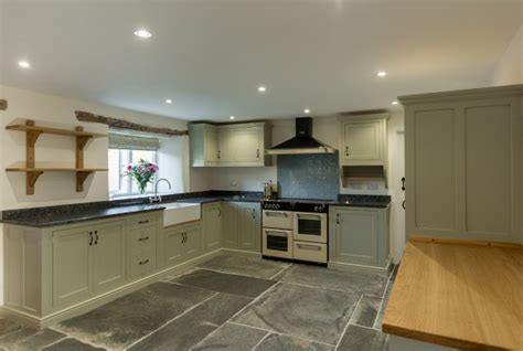 Free standing kitchen, painted kitchen, Devon.   Samuel F