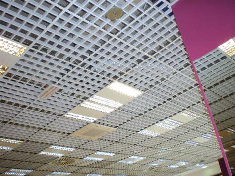 controsoffitto grigliato pannelli per controsoffitto in metallo atena grigliato by