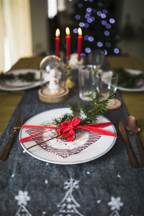 Besteck Auf Dem Tisch by Platte Mit Besteck Auf Dem Tisch F 252 R Weihnachten Dekoriert