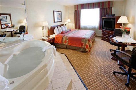 hotel restaurant avec dans la chambre chambre d 39 hôtel avec jaccuzi intérieurs inspirants et