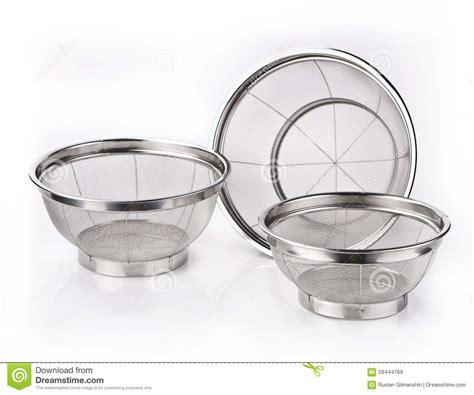 tamis de cuisine tamis de cuisine en métal d 39 isolement sur le blanc photo