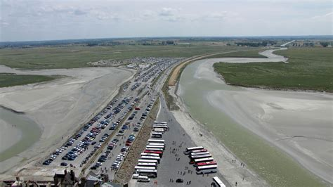 parking mont st michel file le mont michel vue sur le parking jpg wikimedia commons