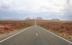 HD Very long road to the mountains Wallpaper