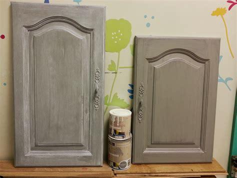 comment peindre meuble cuisine peindre armoire de cuisine en chene newsindo co
