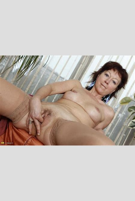 mommy showing her wet pussy - Mature Muff - Best Sexy Mature Muff in Pics